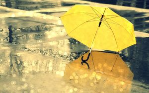 Distracting a little yellow umbrella romantic rainy night ppt background picture